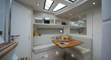 Круизна яхта Fibrafort 420 - интериор