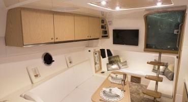 моторна лодка Schaefer 365 - интериор