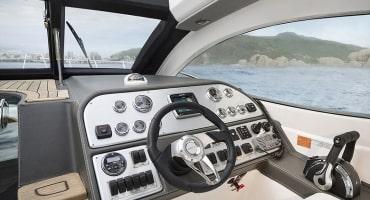 моторна лодка Schaefer 375 HT - интериор