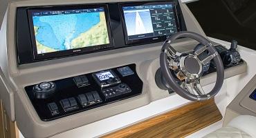 Луксозна яхта Schaefer 640 - управление