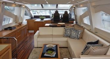 Луксозна яхта Schaefer 830 - интериор