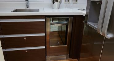 Луксозна яхта Schaefer 830 - кухня